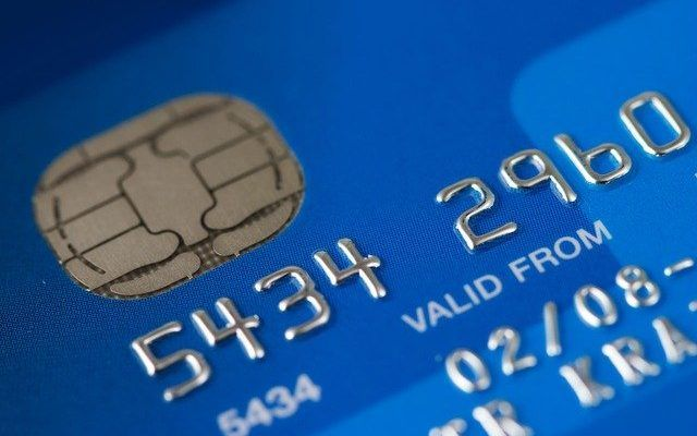 tarjeta de crédito - cuenta bancaria de un familiar
